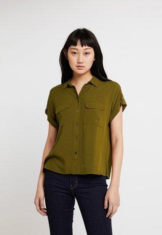 JEFF PATCH POCKET - Camisa - khaki