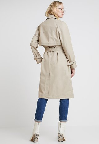 WITH PADDED INLAY - Trenchcoat - tall teak