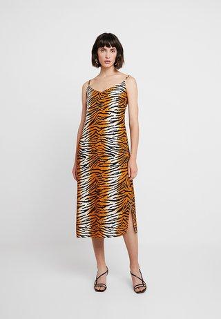 TIGER PRINT - Maxi dress - orange