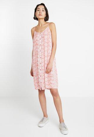 KAONA STRAP DRESS - Blusenkleid - living coral