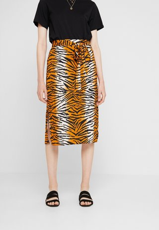 TIGER PRINT TIE WAIST MIDI - A-Linien-Rock - orange