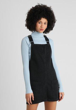 CHARLOTTE BUCKLE PINNY - Sukienka jeansowa - black