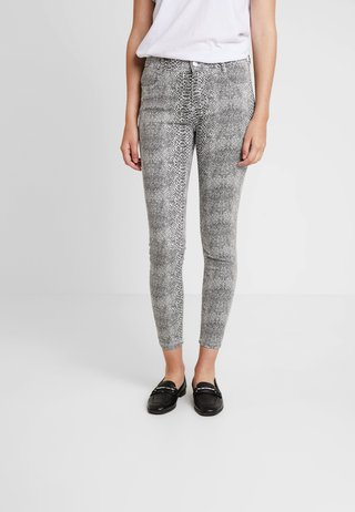 PRINT FRANKIE - Pantalones - black/white