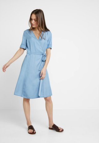 DRESS WRAP STYLE WITH BELT - Jeanskleid - tencel denim