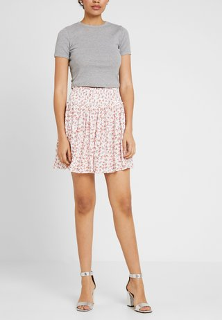 SHIRRED WAIST FLIPPY - A-line skirt - white