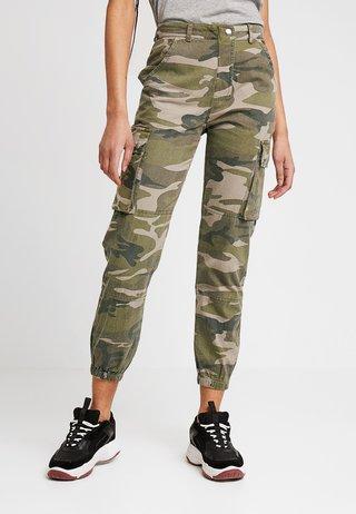 CAMO UTILITY CUFFED EMMA  - Kalhoty - green pattern