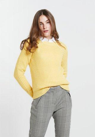 BETTY STATEMENT - Strickpullover - yellow