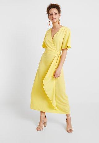 YELLOW BUCKLE WRAP - Maxi šaty - sunshine yellow