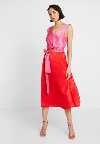 SIANA WRAP DRESS - Cocktailkleid/festliches Kleid - patrol red/hot pink