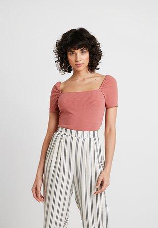 PLAIN MILKMAID - T-Shirt print - pink