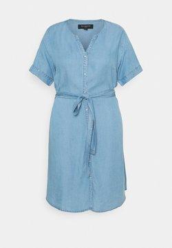 ONLY Carmakoma - CARLILI LIFE KNEE DRESS - Vestido vaquero - medium blue denim