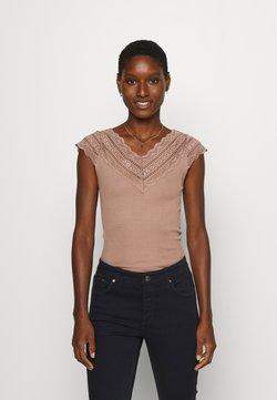 Rosemunde - REGULAR WIDE - T-Shirt print - nougat brown