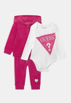 Guess - BABY SET UNISEX - Survêtement - pink