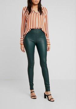 Selected Femme - SFSYLVIA STRETCH - Pantalon en cuir - ponderosa pine