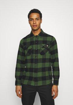 Dickies - NEW SACRAMENTO - Camisa - pine green
