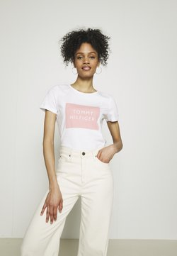 Tommy Hilfiger - REGULAR BOX TEE - Camiseta estampada - white