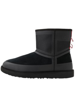 UGG - CLASSIC MINI URBAN TECH WP - Botki - black