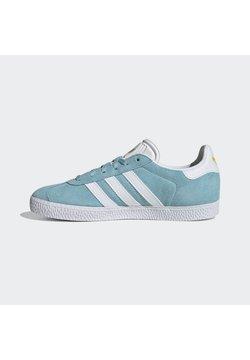 adidas Originals - GAZELLE SHOES - Sneaker low - hazy sky/ftwr white/yellow