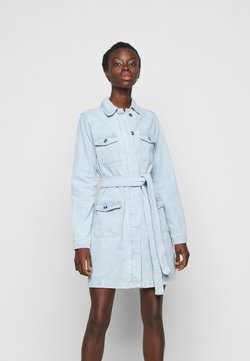 Missguided Tall - UTILITY POCKET BELTED DRESS - Denim dress - light blue