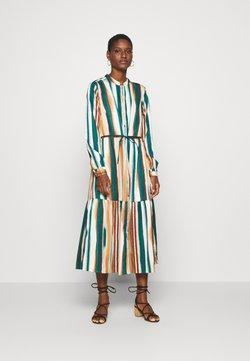 Culture - MOIRA DRESS - Skjortekjole - june bug