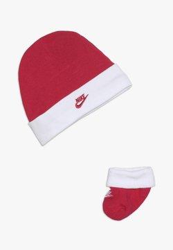 Nike Sportswear - FUTURA HAT AND BOOTIE BABY SET - Mütze - rush pink