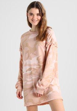Urban Classics - LADIES CAMO VOLANT CREW DRESS - Freizeitkleid - rose