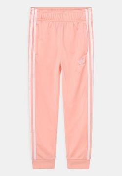 adidas Originals - SUPERSTAR TRACK ADICOLOR UNISEX - Pantalon de survêtement - haze coral/white