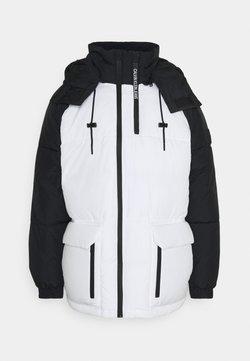 Calvin Klein Jeans - BLOCKING HOODED PUFFER - Vinterjacka - bright white/black