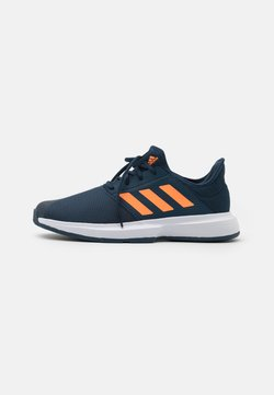 adidas Performance - GAMECOURT  - Multicourt Tennisschuh - navy/orange/footwear white