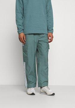 adidas Originals - UNISEX - Jogginghose - hazy emerald