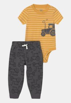Carter's - TRACTOR SET - T-shirt print - yellow