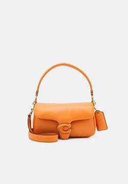 Coach - COVERED C CLOSURE PILLOW TABBY SHOULDER BAG - Torebka - candied orange