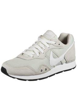 Nike Sportswear - VENTURE RUNNER - Baskets basses - light bone / white