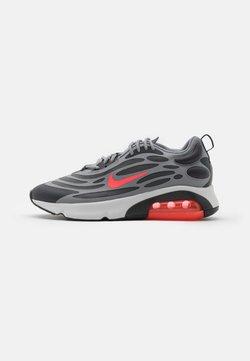 Nike Sportswear - AIR MAX EXOSENSE UNISEX - Baskets basses - particle grey/bright crimson/anthracite/photon dust/iron grey