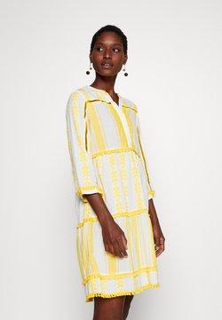 Rich & Royal - DRESS EMBROIDERED - Freizeitkleid - spring gold