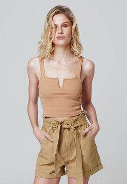 FELIPE ALBERNAZ - Shorts - camel