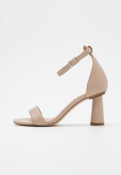 NA-KD - CONE SHAPE STRAP  - Sandalen met hoge hak - beige