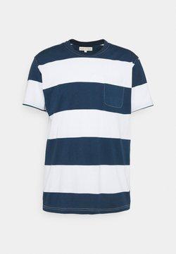 Far Afield - BOLD STRIPE - T-Shirt print - ensign blue