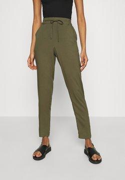 Vero Moda - VMSIMPLY EASY PANTS - Stoffhose - ivy green
