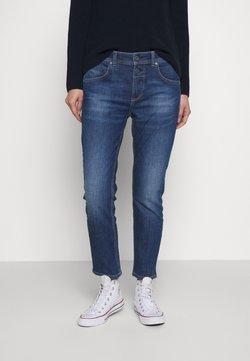 Marc O'Polo - DENIM TROUSER MID WAIST BOYFRIEND FIT CROPPED LENGTH - Jeans slim fit - vintage dark wash