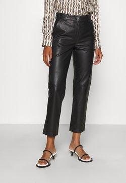 STUDIO ID - DINA NARRROW LEGS POCKETS - Pantalon en cuir - black