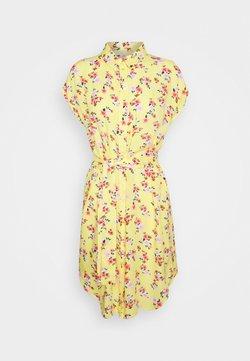 Pieces Petite - PCNYA DRESS - Blousejurk - lemon drop
