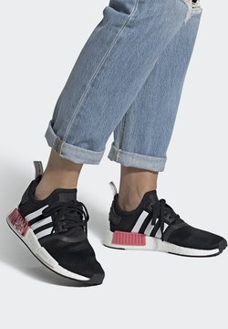 adidas Originals - NMD_R1  - Sneakersy niskie - core black/footwear white/hazy rose