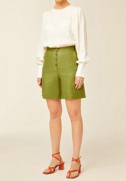IVY & OAK - Short - leaf green