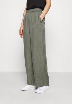 ARKET - WIDE LEGGED TROUSER - Trousers - khaki green/dusty light