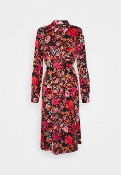 Vero Moda Tall - VMEMELY BELT DRESS - Vapaa-ajan mekko - black