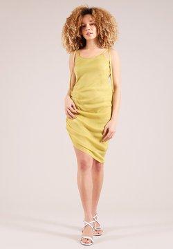 blonde gone rogue - GATHERED - Robe de soirée - yellow