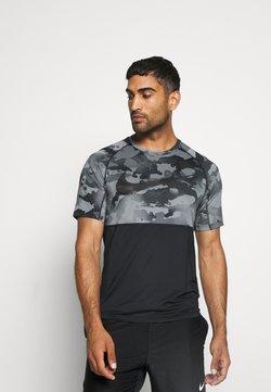 Nike Performance - SLIM CAMO - Printtipaita - black/grey fog