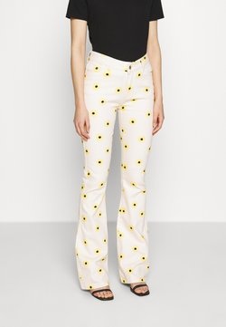 Fabienne Chapot - EVA FLARE TROUSERS - Jean bootcut - white/yellow