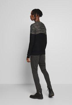 Brave Soul - WAYNE - Slim fit jeans - charcoal wash